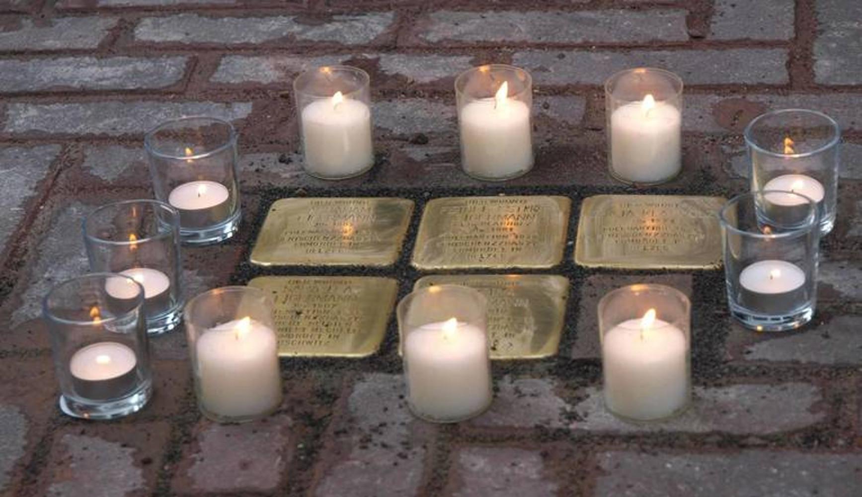 Stolpersteine für die Angehörigen der jüdischen Familie Eigermann in der Kramerstraße 19/20, verlegt November 2015. Foto Städtische Erinnerungskultur