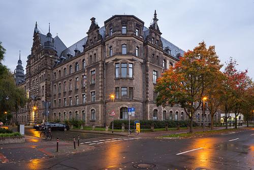 Historisches Hauptgebäude der Polizeidirektion Hannover, 1903 als Königlich Preußisches Polizeipräsidium errichtet. Foto von Christian A. Schröder (ChristianSchd), 2015. Wikimedia Commons